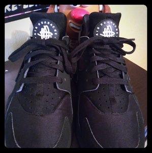 Nike Huarache... M9.5...W11